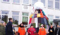"""Bajorų kaimas siekė  ,,Didžiausios su bumbulu žieminės kepurės"""" rekordo"""