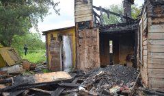 Sudegė skapiškėnų namas: ugnis pasiglemžė gyvybę