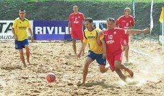 """Paplūdimio futbolo """"Narjantos"""" komanda rungsis dėl pergalės"""