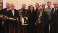 Rokiškio verslo klubas sidabro medaliu apdovanojo muziejininką Valių Kazlauską, žalvario – kuopos vadą Algį Veikšį