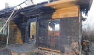 Etatų mažinimu iš Kupiškio priešgaisrinės tarnybos atleista darbuotoja senukus išvedė iš degančio namo