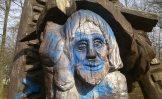 Žemės diena – išlaužytų skulptūrų Kupos slėnio parke