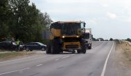 """""""New Holland CX8080″, pravažiavusiam Kupiškio viaduką, lūžo ratas"""