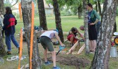 Su KAD Alizavos vaikai prie savo mokyklos sukūrė daugiafunkcį taką