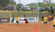 Kupiškyje stovyklavusi paplūdimio futbolo šalies rinktinė jėgas išbandė su latviais