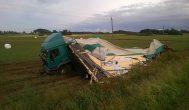 Utenos–Kupiškio kelyje neįsiteko vilkikas ir traktorius