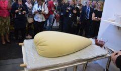 """""""Žaliosios savaitės"""" parodoje buvo suraikytas didysis lietuviškas sūris"""