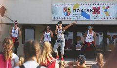 Trumpai: prie Rokiškio kultūros centro – viešos šokio pamokos