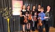 Trumpai: anykštėnas Mantas Kapčius ir smuikininkių ansamblis apdovanoti diplomais