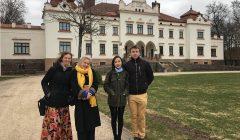 """Iniciatyva """"Būkim pažįstami"""": Rokiškyje kitataučiai studentai mokė sklaidyti mitus"""