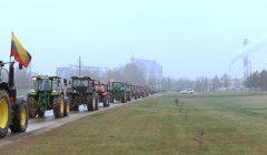 Po Kupiškį burzgė rajono protestuojančių ūkininkų ratiniai traktoriai