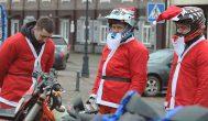 """Rokiškėnų """"Purvo fanai"""" tapo ratuotais Kalėdų seneliais"""
