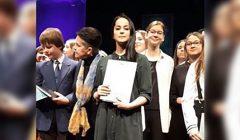 Meninio skaitymo konkurso regioniniame etape Juodupės gimnazijos moksleivė Dovilė Černiauskaitė pelnė antrą vietą